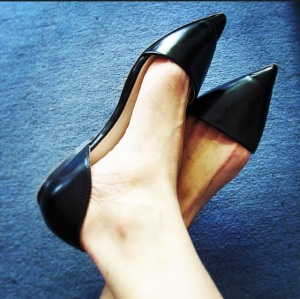 Zara shoes blue carpet.png