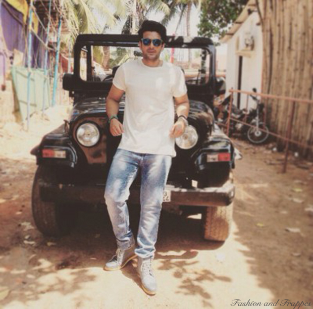 Karan Kundra Roadies White Tee and Blue Jeans
