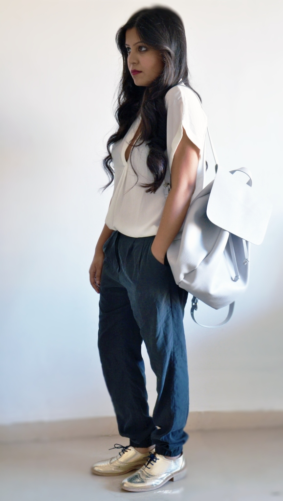 slouchy-pants-metallic-shoes-zara-white-backpack
